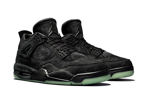 Kaws x Air Jordan 4 Black Swenden