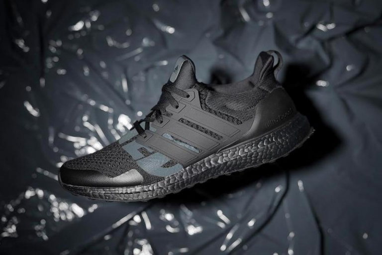 "online store fa2dd aec54 UNDEFEATED  adidas visar upp UltraBOOST ""Triple Black"""