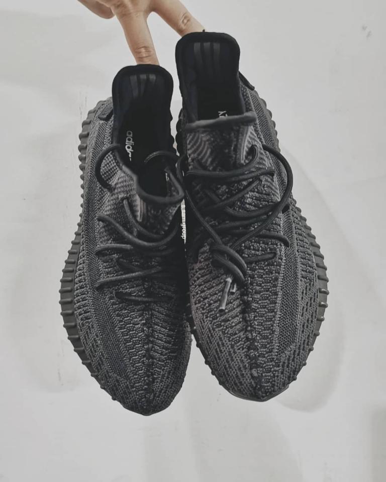 all-black-yeezy
