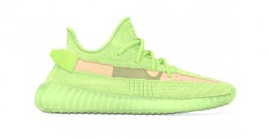 the latest 9e2bd e72c0 YEEZY BOOST 350 V2 Glow in the Dark ryktas släppas i maj