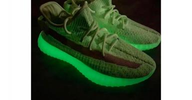 "official photos 8ec5c 0d66f Spana in nya YEEZY BOOST 350 V2 ""Glow-in-the-Dark"""