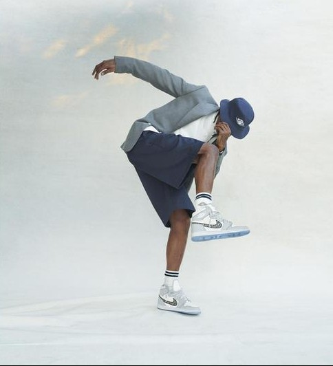 "Kolla in Travis Scott fronta Dior x Jordan Brand ""Air Dior"""