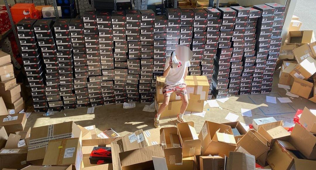 Nike's Vice President avgår efter att sonen ägnat sig åt resell business