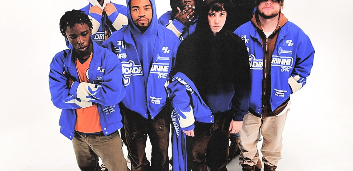Hör BROCKHAMPTON's album 'ROADRUNNER: NEW LIGHT, NEW MACHINE'